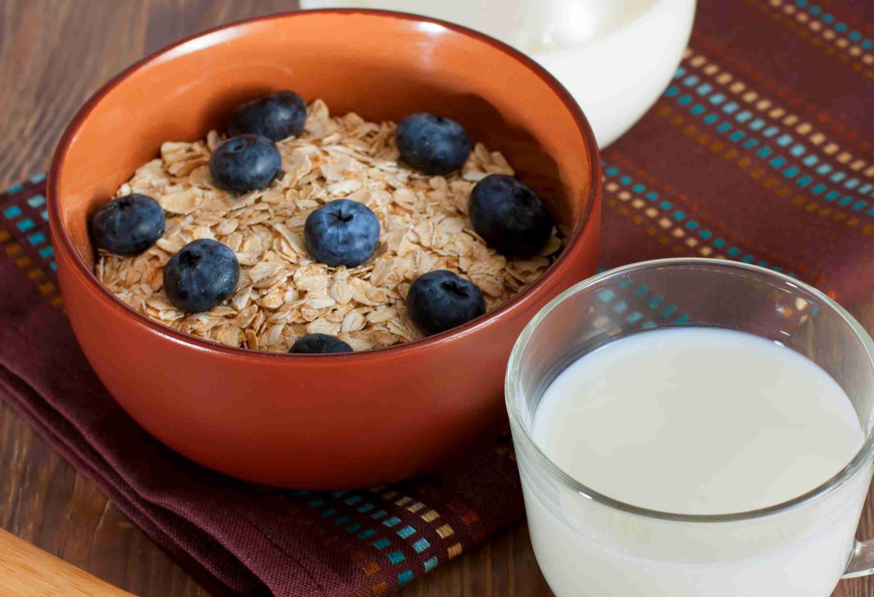 Oatmeal-topped-blueberries-656607-edited.jpg