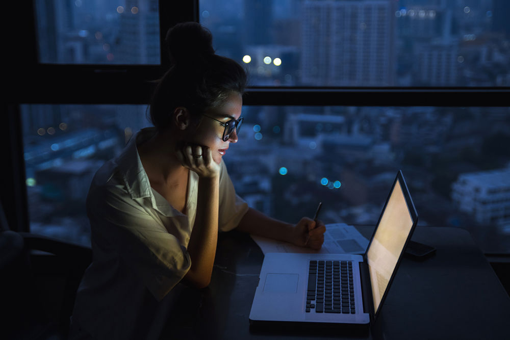 blue light computer night negative effects