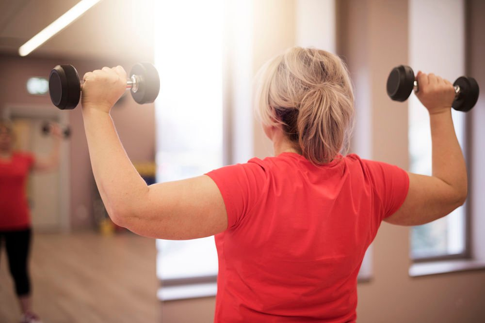 middle age woman weightlifting weight maintenance