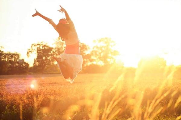 happy-woman-sunshine