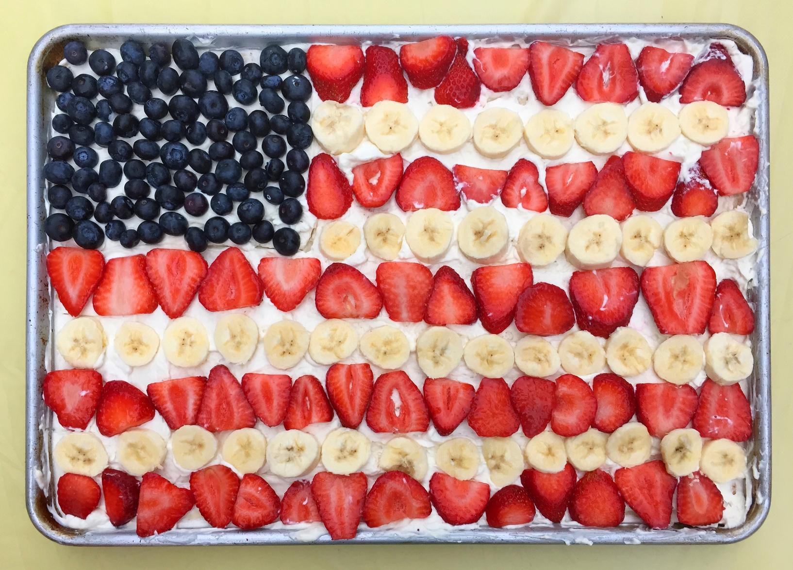 fruit_cake_4th_july_iStock_82326547_MEDIUM.jpg