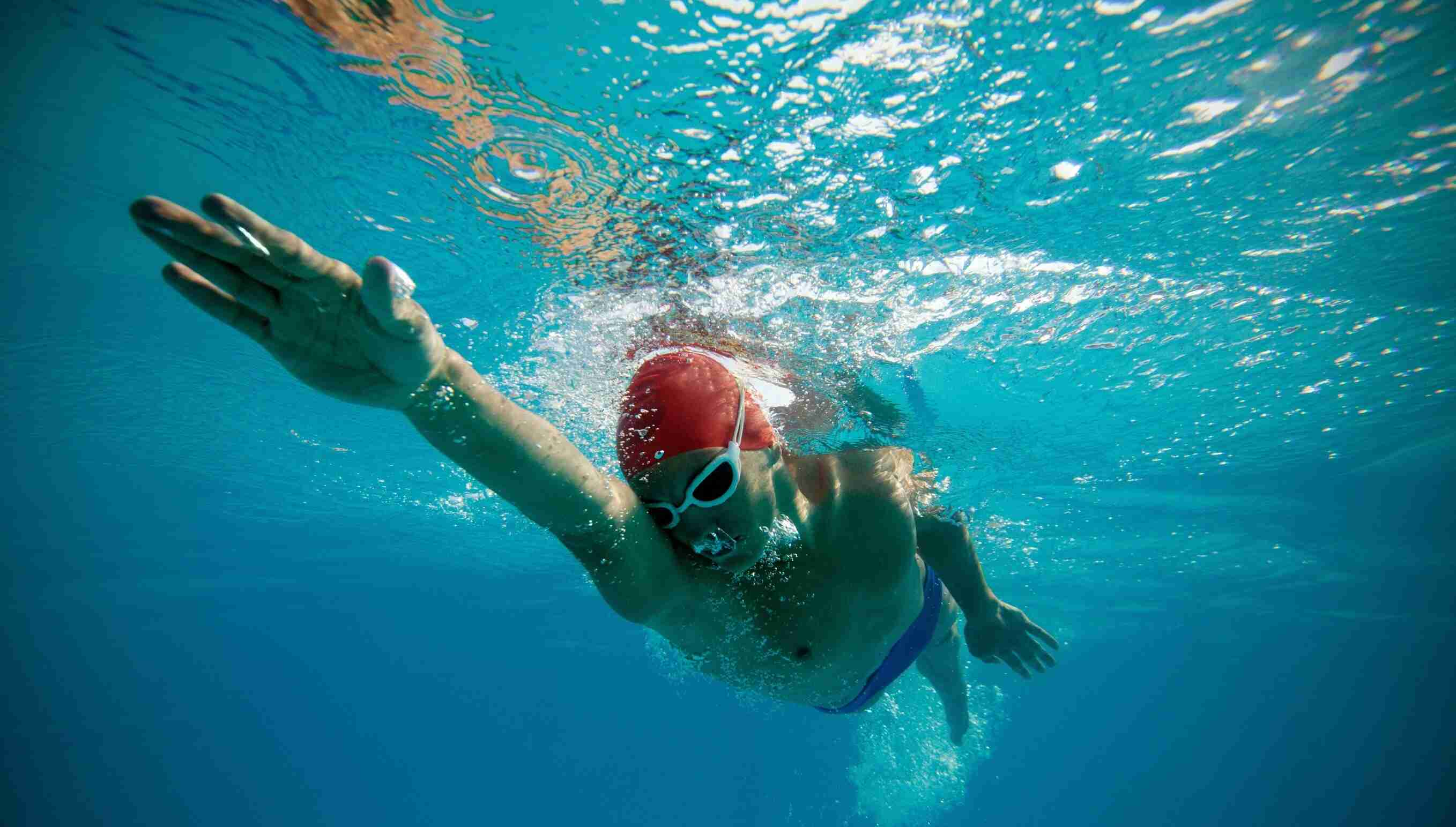 man_swims-480890-edited.jpg