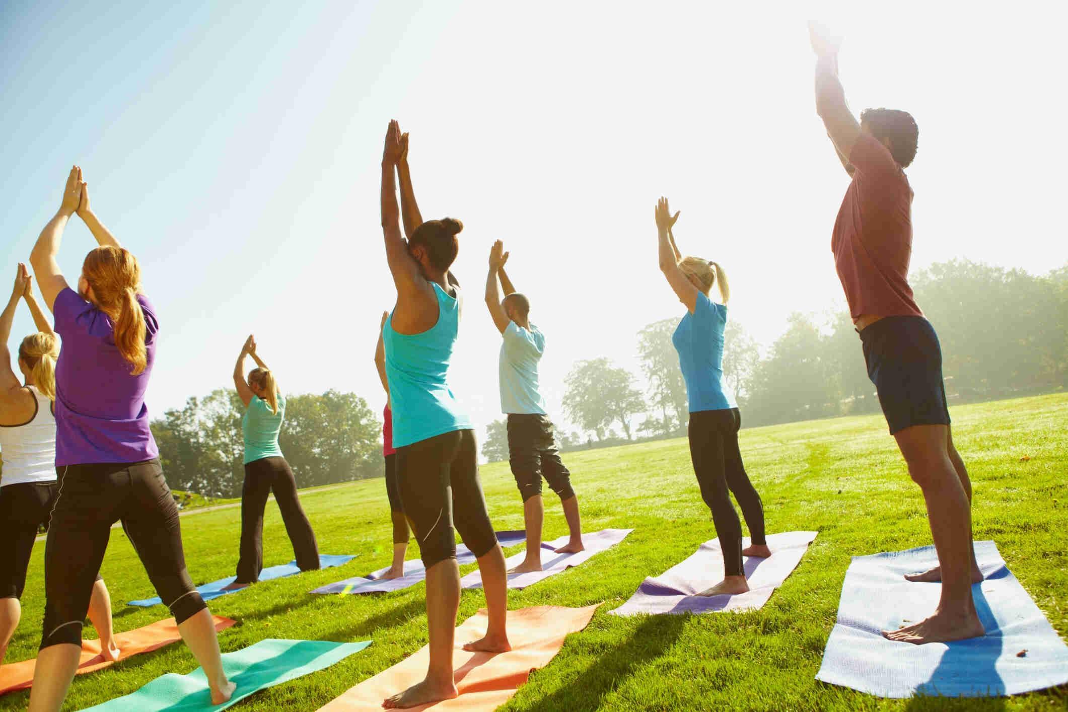 yoga-lowimpact-outside-group
